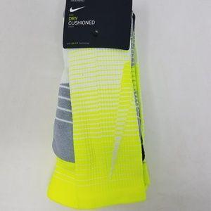 super popular cd306 02fd3 Men s Crew Socks Nike on Poshmark